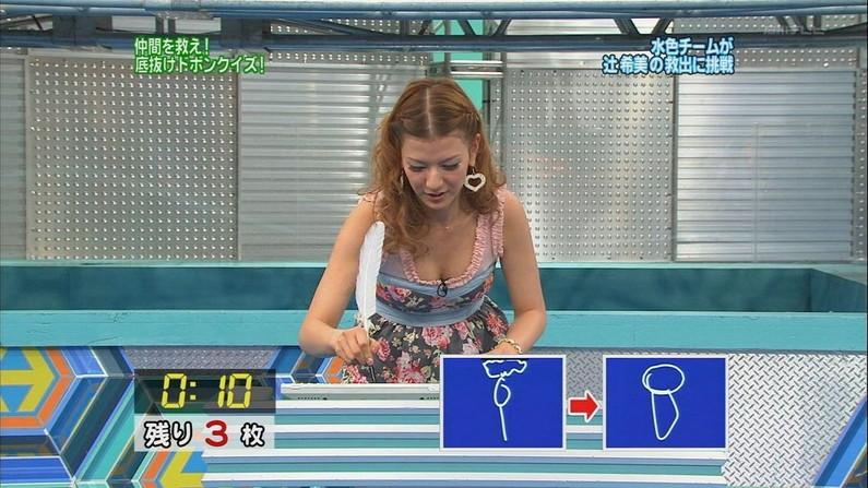 【胸ちらキャプ画像】最近の女子アナってすぐ前屈みになってオッパイ見せてくれると思わない?ww 14