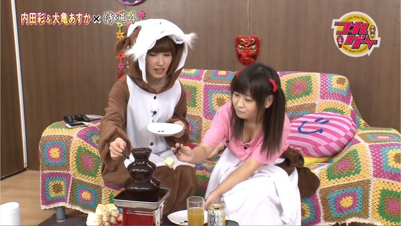 【胸ちらキャプ画像】最近のテレビではオッパイは見せる物だと考えてるタレント達ww 02