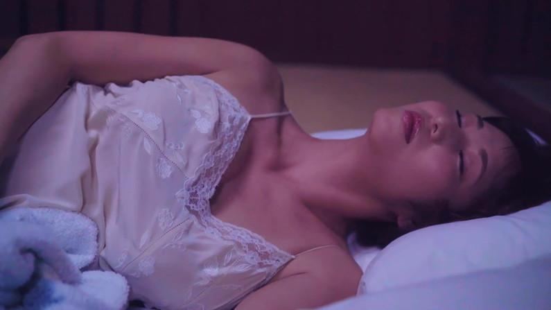 【寝顔キャプ画像】こんな可愛い寝顔した美女が隣にで寝てくれてたら癒されるだろうなぁw 16