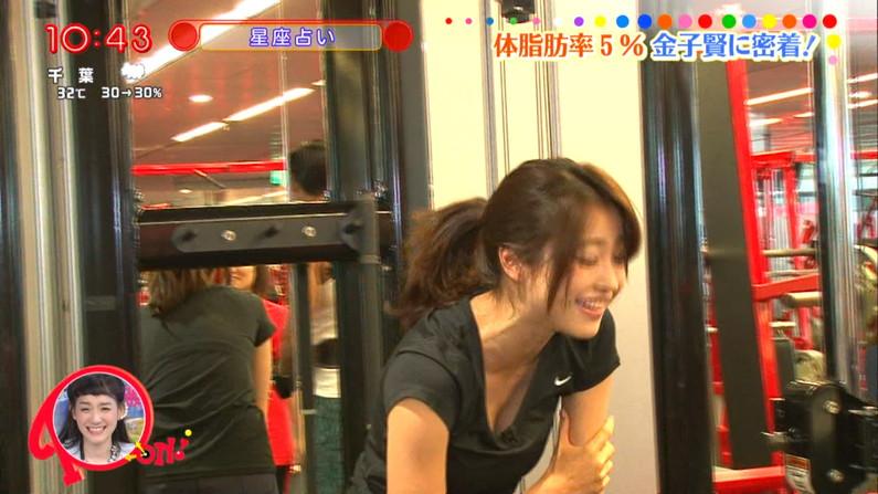 【胸ちらキャプ画像】胸元ユルユルですぐにオッパイ見えちゃってるタレント達!