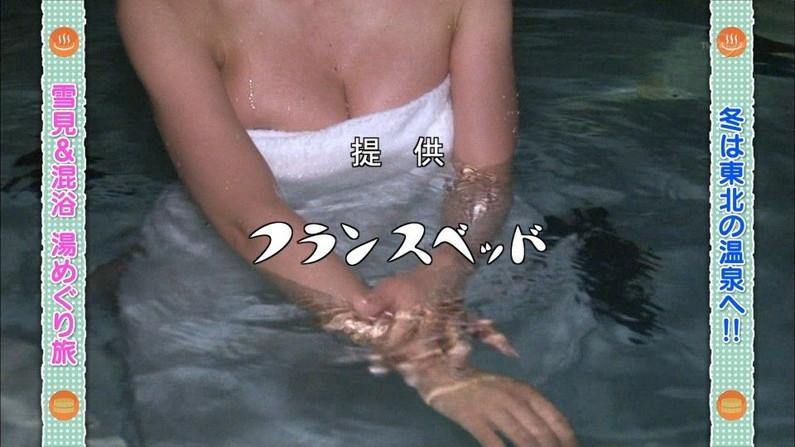【温泉キャプ画像】美女の際どい所までみえちゃう温泉ロケがエロすぎてたまらんww 20