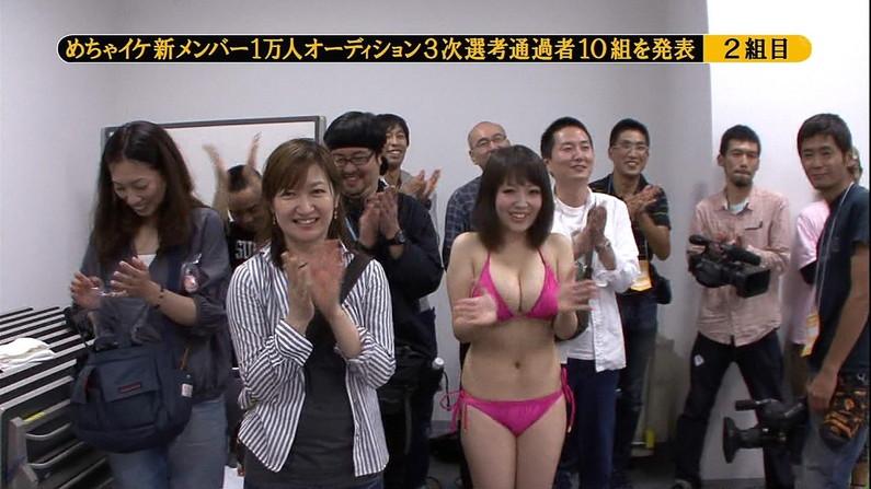 【水着キャプ画像】テレビに映ってた巨乳美女の水着や下着姿って半分以上はオッパイ出てるよなww