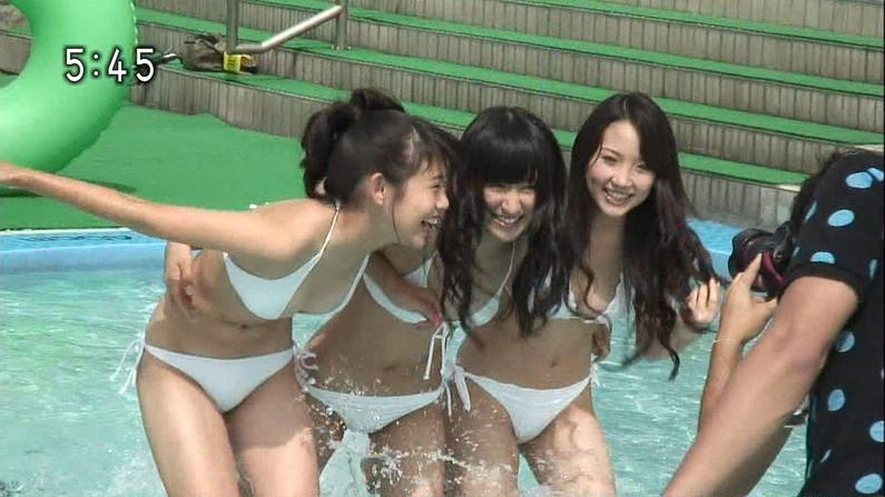 【水着キャプ画像】テレビに映ってた巨乳美女の水着や下着姿って半分以上はオッパイ出てるよなww 02