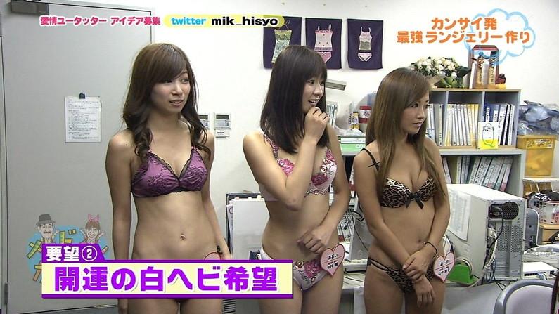 【水着キャプ画像】テレビに映ってた巨乳美女の水着や下着姿って半分以上はオッパイ出てるよなww 18