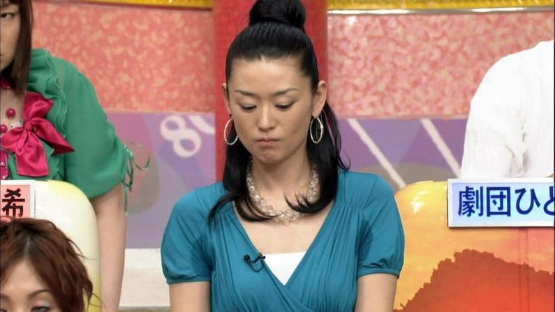 【脇汗キャプ画像】この時期でもまだまだ出てきちゃう脇汗に女性タレントは苦しめられてるみたいww 22
