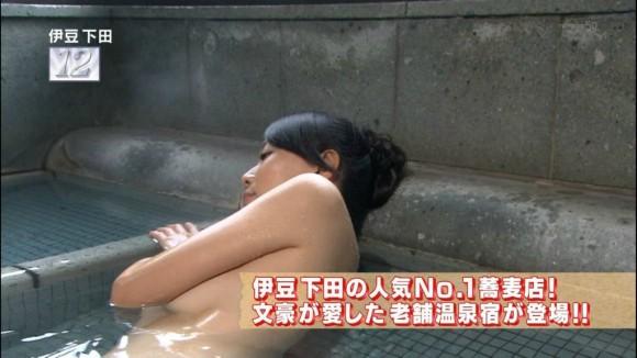 【お宝画像】テレビでバスタオル一枚しか身にまとってない女達! 08