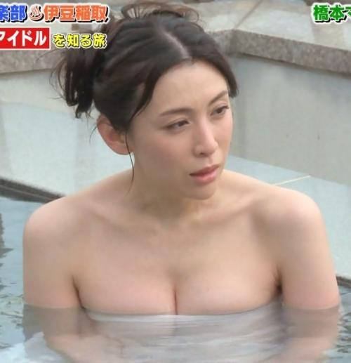 【お宝画像】テレビでバスタオル一枚しか身にまとってない女達! 13