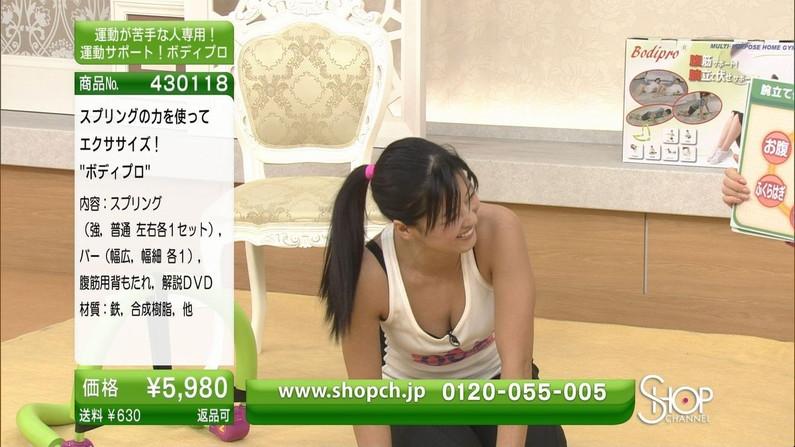 【胸ちらキャプ画像】今ではテレビは胸ちらの宝庫wエロい谷間が見放題ww 24