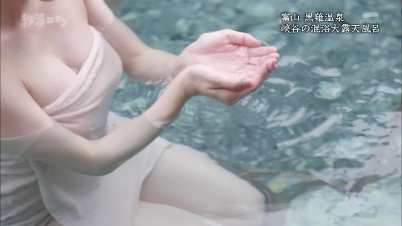 【温泉キャプ画像】ポロリ率高めな温泉レポ!巨乳はみ出し過ぎて乳輪見えそうww 13