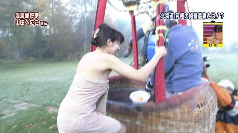 【温泉キャプ画像】ポロリ率高めな温泉レポ!巨乳はみ出し過ぎて乳輪見えそうww 16