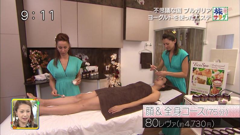 【エステキャプ画像】テレビでエステ受けてる女性のオッパイエロすぎるだろww 13