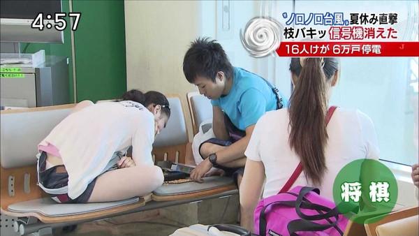 【放送事故画像】パンツ見てほしいらしく、テレビにまでパンツを晒す女達ww 17