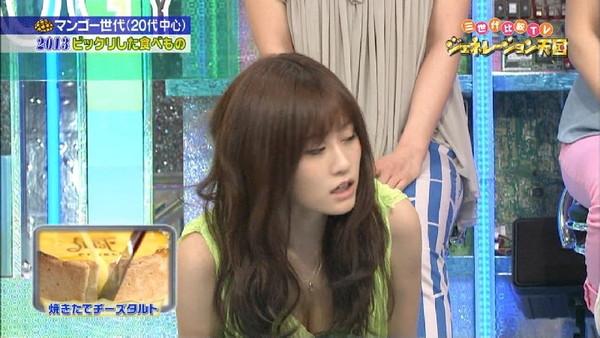【放送事故画像】テレビでオッパイぷら~んwww 09