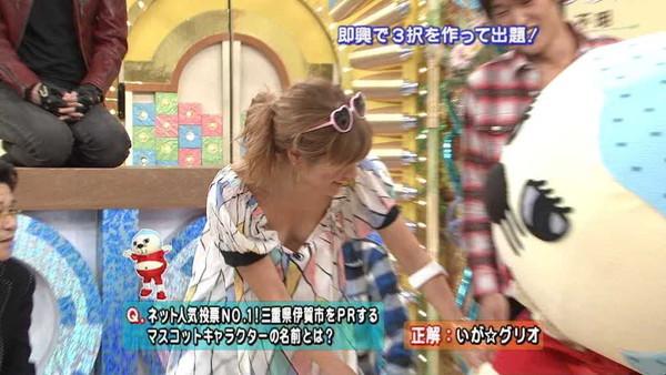 【放送事故画像】テレビでオッパイぷら~んwww 15