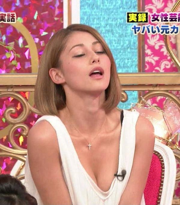 【放送事故画像】テレビに映ったエロいオッパイ見たくないか? 08