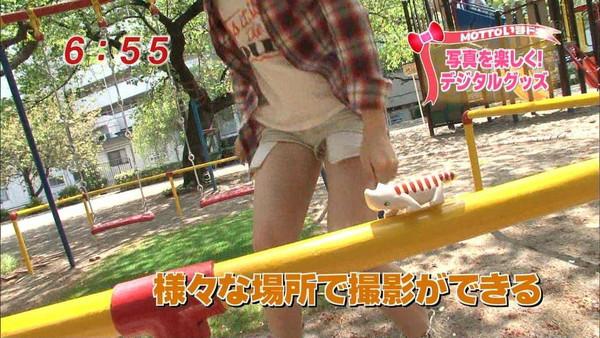 【放送事故画像】これ最高!テレビに映ったショートパンツの隙間ww 09