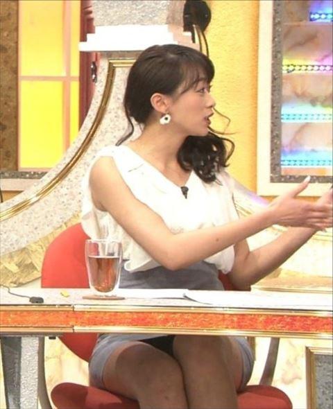 【放送事故画像】スカートの中が気になってテレビに集中できない!! 01