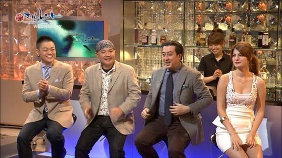 【放送事故画像】スカートの中が気になってテレビに集中できない!! 14