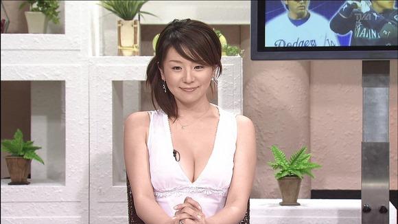 【放送事故画像】テレビで映るオッパイが巨乳で美乳すぎて思わず抜きたくなるww 01