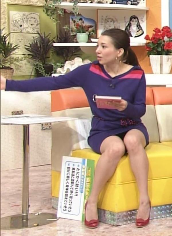 【放送事故画像】テレビ見てたら思わず目を細めて凝視してしまうスカートの中ww 06