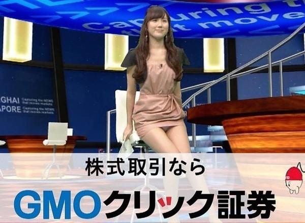 【放送事故画像】テレビ見てたら思わず目を細めて凝視してしまうスカートの中ww 14