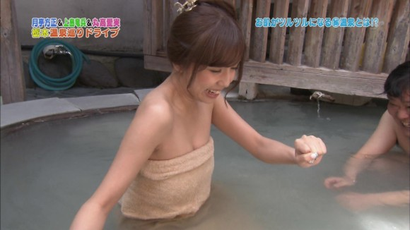 【放送事故画像】温泉の効果よりバスタオルの下の方が気になるテレビに映る入浴シーン! 03