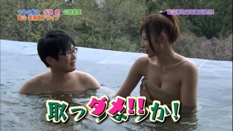 【放送事故画像】温泉の効果よりバスタオルの下の方が気になるテレビに映る入浴シーン! 06