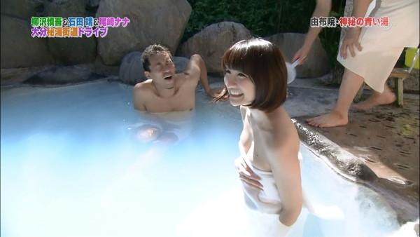 【放送事故画像】温泉の効果よりバスタオルの下の方が気になるテレビに映る入浴シーン! 17