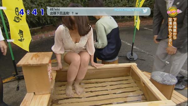 【放送事故画像】緊張感なく仕事してるからテレビでパンチラなんかするんだよwww