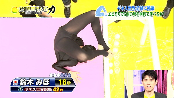 【放送事故画像】マンコに食い込んでマンコの形もマンコの割れ目も丸わかりですよwww 11