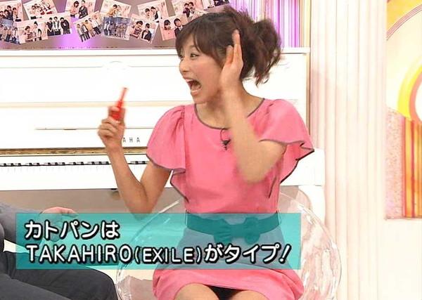 【放送事故画像】テレビに映るスカートの中をよ~く覗いて見てごらんwww 11