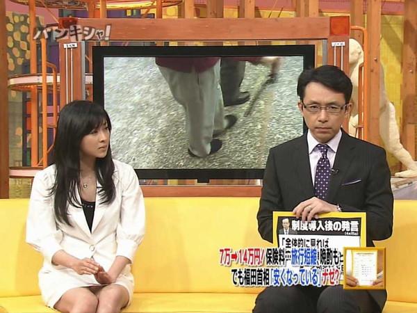 【放送事故画像】テレビに映るスカートの中をよ~く覗いて見てごらんwww 16