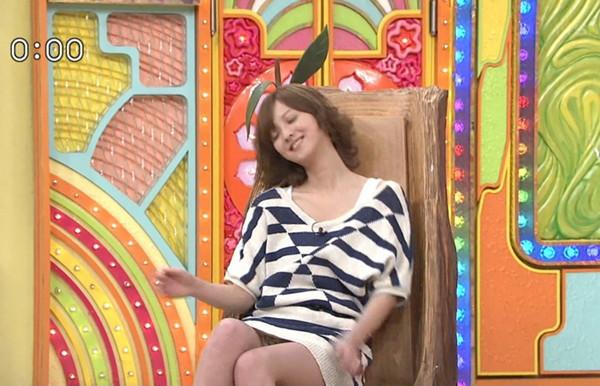 【放送事故画像】テレビに映るスカートの中をよ~く覗いて見てごらんwww 18