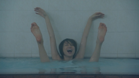 【放送事故画像】入浴シーンって一歩間違えたらマン毛まで見えそうになるよなwww 08