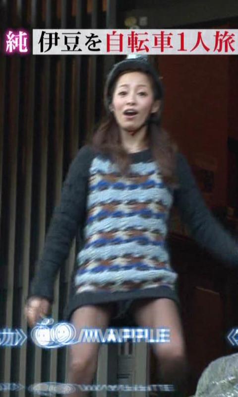 【放送事故画像】衣装でミニスカ履かされた時点でパンチラ狙われてるんだよwww 06