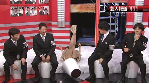 【放送事故画像】衣装でミニスカ履かされた時点でパンチラ狙われてるんだよwww 10