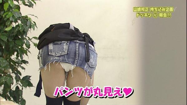 【放送事故画像】パンチラ全開ww羞恥心もなく己のパンツをテレビで晒すww
