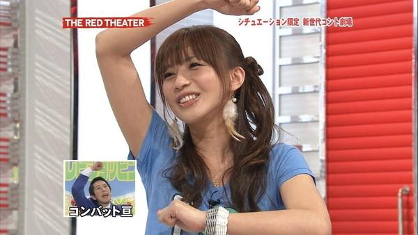【放送事故画像】汗もしたたるいい女!みんな脇汗全開で頑張ってますねwww 06