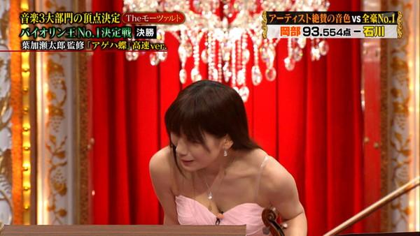 【放送事故画像】女性のオッパイは第二のお尻でしょwww 04