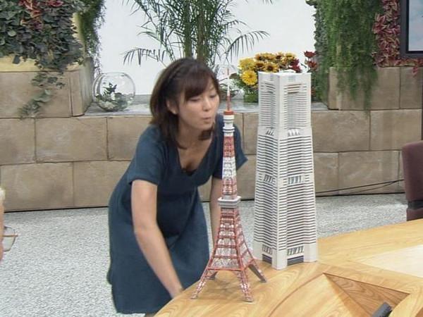 【放送事故画像】テレビで映るオッパイをムギュってしたくなる画像www 07