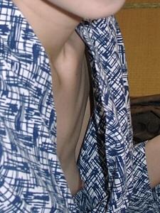 【ポロリ画像】素人オッパイチラ?いや違うこれは乳首ポロリ画像だwww 10