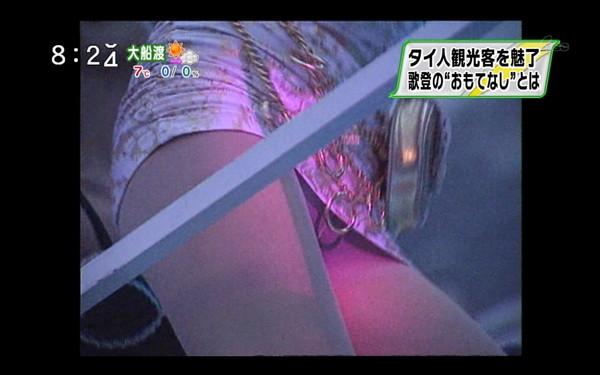 【放送事故画像】外なんか出なくてもテレビ見てたらこんなにもパンチラ見えるじゃないかwww 04