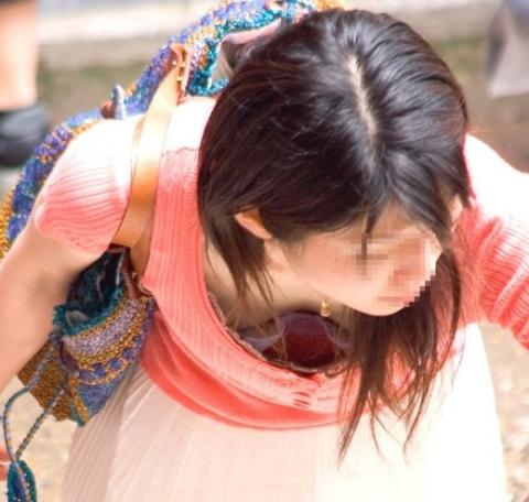 【ポロリ画像】素人娘達が乳首まで見えてるもんだから思わず撮ってやったww 19