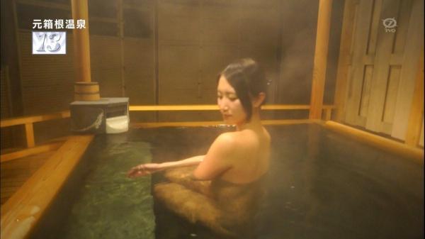 【放送事故画像】バスタオルからはみ出るオッパイが何ともそそられる入浴キャプ画像ww 08