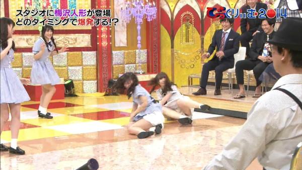 【放送事故画像】カメラさん股間にズームお願いします!パンチラしてますww 12