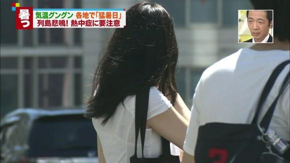 【放送事故画像】テレビでうっすら下着透けさして見せてる女達www 10