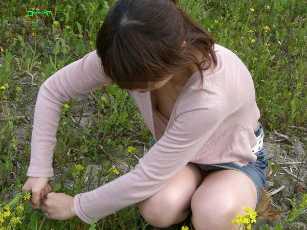 【ポロリ画像】乳輪から乳首まで丸見えな女の子達の恥ずかしい画像がこれだwww 10