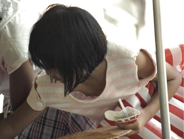 【ポロリ画像】乳輪から乳首まで丸見えな女の子達の恥ずかしい画像がこれだwww 13