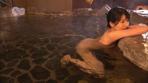 【放送事故画像】テレビでしか見れない女性の入浴姿がこちらwww 14