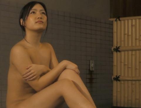 【放送事故画像】テレビでしか見れない女性の入浴姿がこちらwww 15